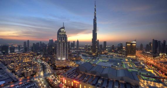 Burj Khalifa Dubai in de schemering